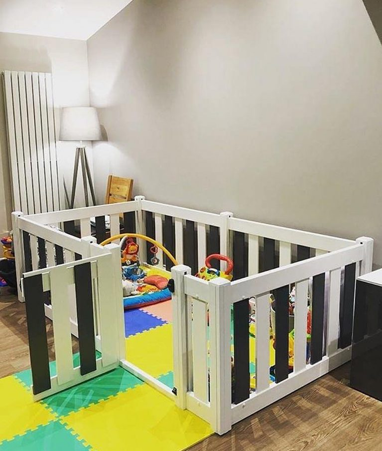 Playpen with gate