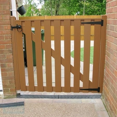Tekplas Plastic Side Slatted Gate 2