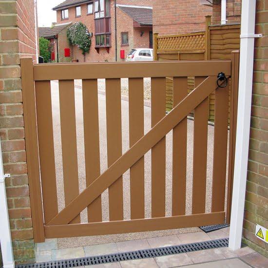 Tekplas Plastic Side Slatted Gate 1