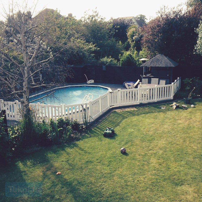 Swimming pool fencing plastic fencing tekplas - Swimming pool fencing options consider ...